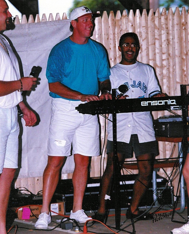 Jim Kelly - Jim Kelly solos with Nik keyboardist Antonio Gray.